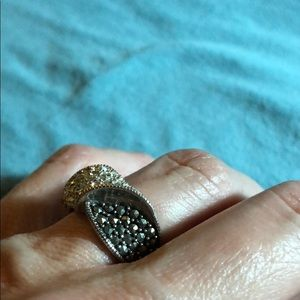 Jewelry - Vintage silver twist ring with pave stones